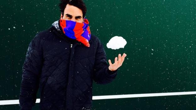 Roger Federer mag seinen FC Basel-Schal. Und Schnee.
