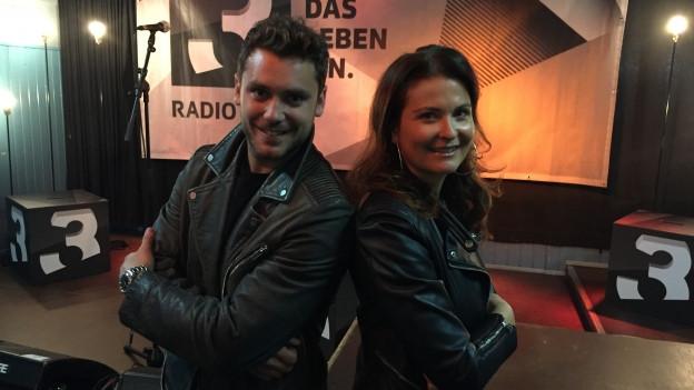 Bastian Baker mit SRF 3-Moderatorin Judith Wernli.