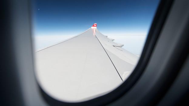 Blick aus Flugzeugfenster.