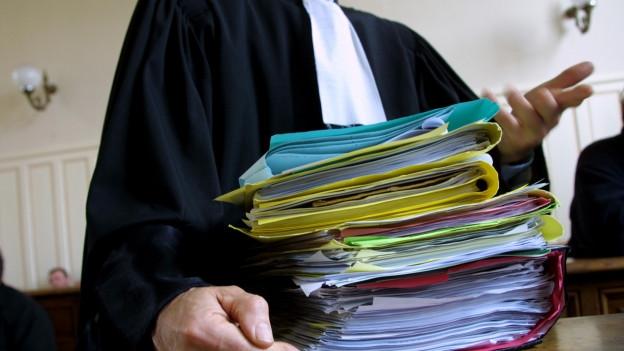 Ein Anwalt kann teuer zu stehen kommen.