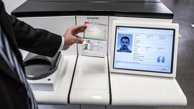 Bei biometrischen Pässen muss das Foto detaillierte Kriterien erfüllen.