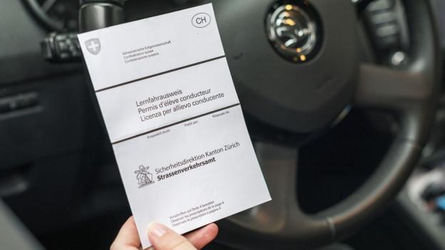 Nach einem Ausweisentzug kann der Weg zurück zum Führerschein steinig sein.
