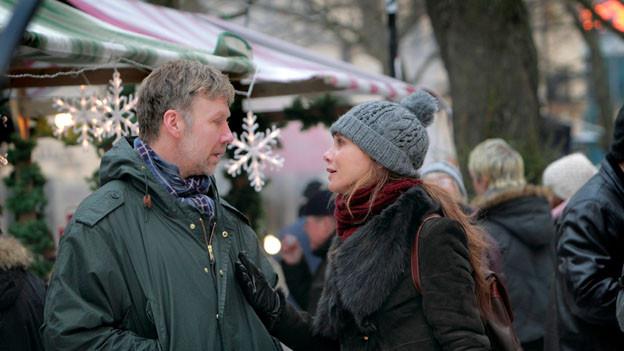 Erik Bark (Michael Persbrandt) soll den verletzten Zeugen eines mehrfachen Mordes hypnotisieren, doch seine Frau Simone (Lena Olin) hat Angst.