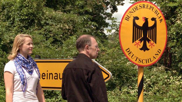Viktor Giacobbo ist mit SVP-Nationalrätin Natalie Rickli im Grenzgebiet unterwegs.