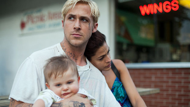 Luke (Ryan Gosling) mit seiner Ex-Freundin Romina (Eva Mendez) und dem gemeinsamen Baby.
