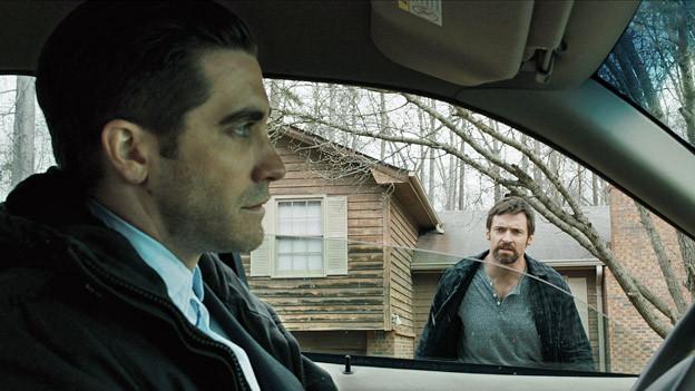 Detective Loki (Jake Gyllenhaal, links) untersucht die Entführung von Keller Dovers (Hugh Jackman) kleiner Tochter.