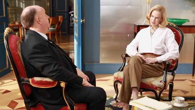 Alfred Hitchcock (Roger Ashton-Griffiths) bietet Grace Kelly (Nicole Kidman) die Hauptrolle in «Marnie» an.