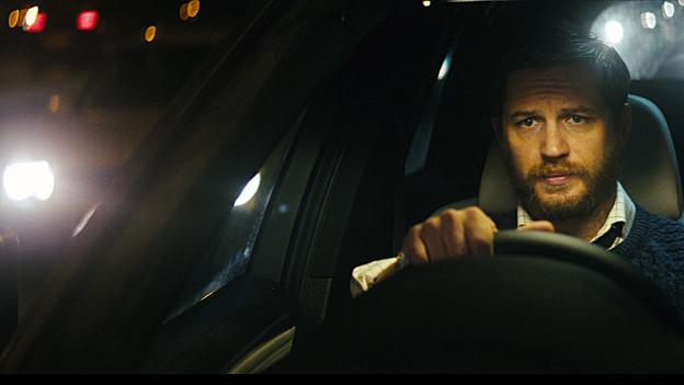 Ivan Locke (Tom Hardy) sitzt in seinem BMW und glaubt, das Richtige zu tun.
