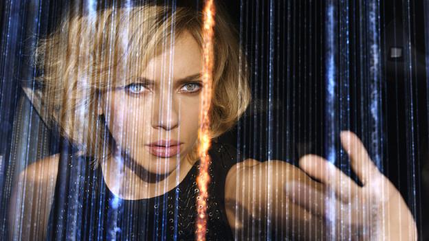 Für Superbrain Lucy (Scarlett Johansson) ist die ganze Welt vernetzt.