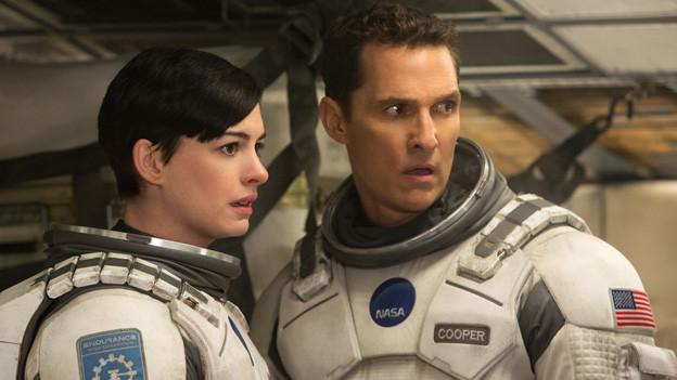 Cooper (Matthew McConnaughy) und Amelia (Anne Hathaway) wollen die Menschheit retten.