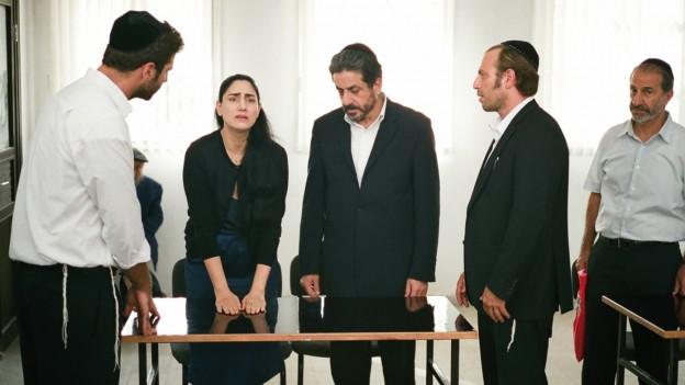 Viviane Amsalem (Ronit Elkabetz) tritt gegen die männliche Übermacht an.