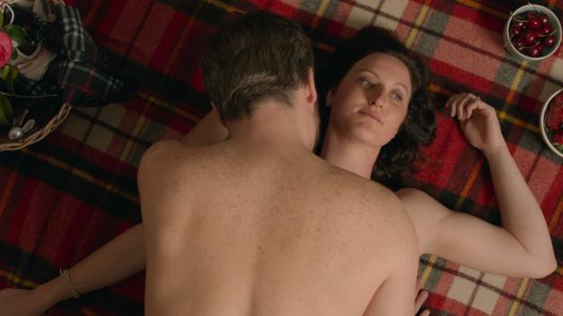 Rowena (Kate Box) hat genug von langweiligem Sex.