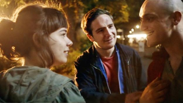 Victoria (Laia Costa) trifft Sonne (Frederik Lau, Mitte) und Boxer (Franz Rogowski).