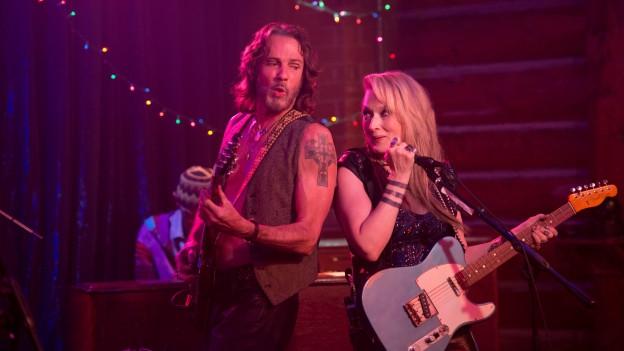 Meryl Streep und Musiker Rick Springfield als rockendes Liebespaar.