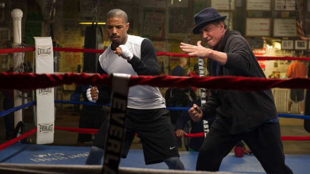 Rocky Balboa (Sylvester Stallone, rechts) trainiert Adonis Creed (Michael B. Jordan).