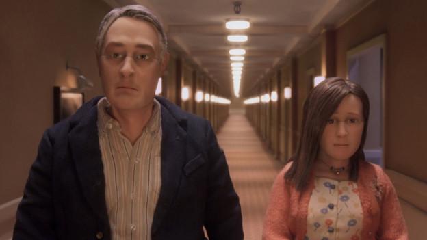 Gesichter aus Silikon mit einer Schnittlinie auf Augenhöhe: Michael und Lisa.