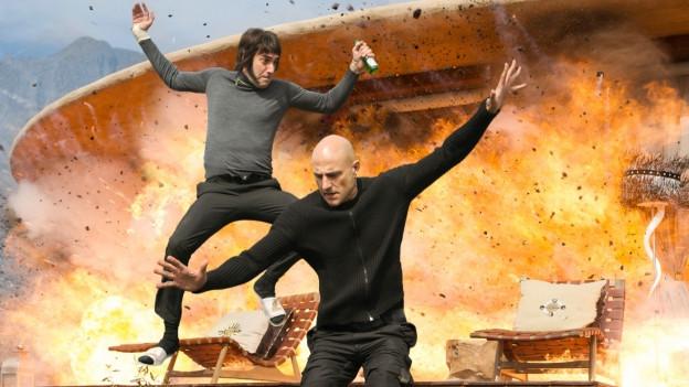 Action und Gags wie aus dem Maschinengewehr: Nobby (Sacha Baron Cohen) und Sebastian (Mark Strong).