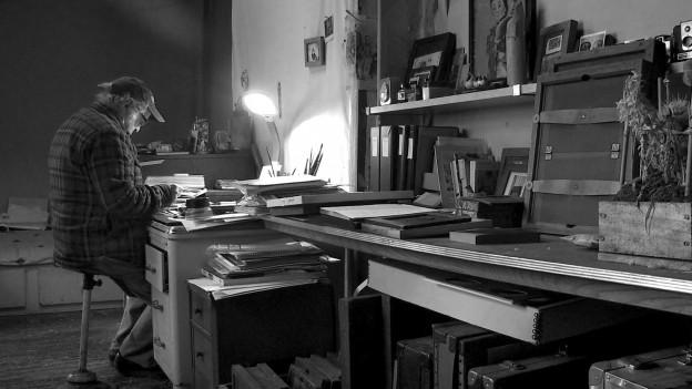 Robert Frank in seinem Arbeitszimmer.