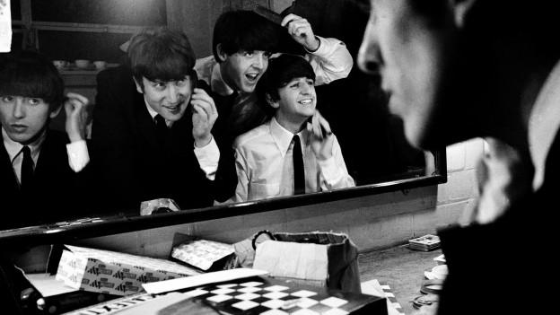 Die Beatles in der Garderobe des Coventry Theatre, November 1963.