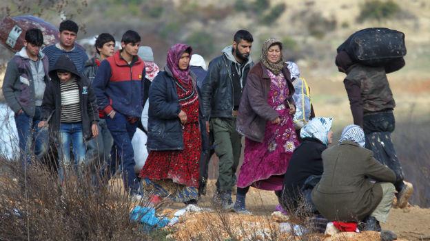 syrische Flüchtlinge auf dem Weg in die Türkei