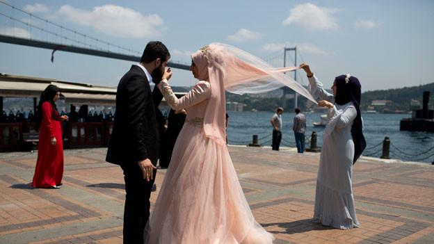 Frischvermähltes Paar in Istanbul