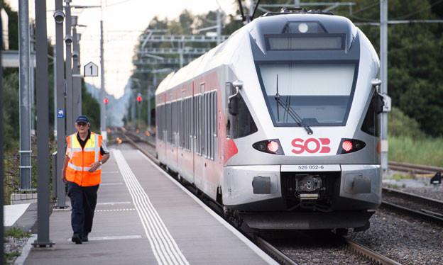 Nach dem Angriff in der Südostbahn stellt sich die Frage, wie die Sicherheit in Regionalzügen erhöht werden kann.