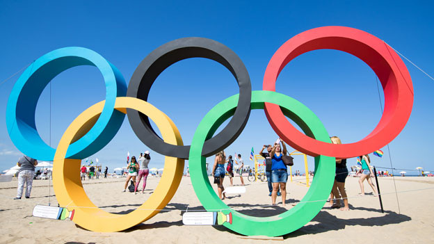 Olympische Ringe am Strand von Rio