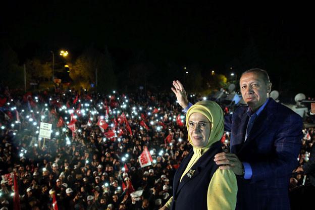 Der türkische Präsident Erdogan führt sein Land eine Zukunft mit einem neuen politischen System. Fast die Hälfte aller Türkinnen und Türken ist darüber nicht glücklich.