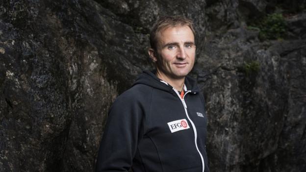 Ueli Steck im September 2015 am Fuss einer Kletterwand in Wilderswil.