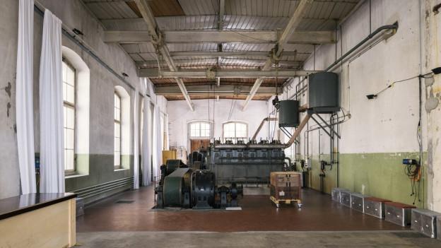 Leere Industrieräume - als Symbol für gestrichene Stellen.