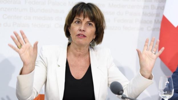 Medienministerin Doris Leuthard am Donnerstag vor den Medien.