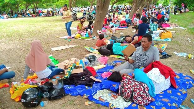 Nach dem Erdbeben und dem Tsunami auf der indonesischen Insel Sulawesi werden immer noch viele Menschen vermisst.