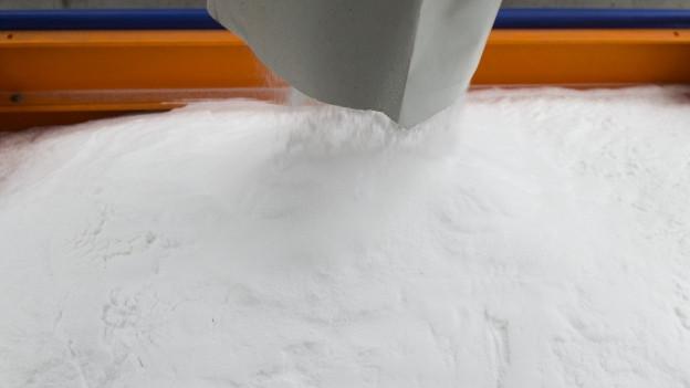 Milde Winter machen Streusalz unnötig, das könnte über längere Frist zu einem wirtschaftlichen Problem für die Salinen werden.