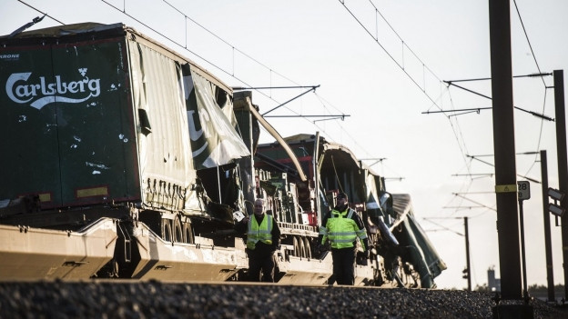Zerstörte Zugswaggons