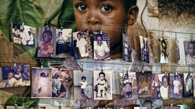 Bilder von getöteten Kindern im Memorial Centre in Kigali