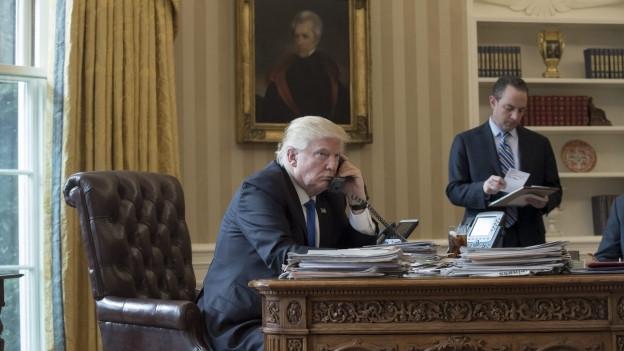Präsident Trump am Telefon