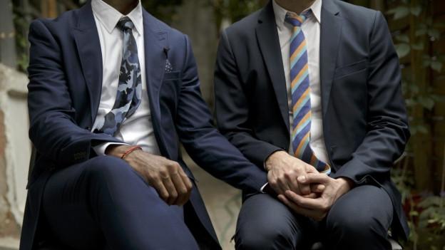 Schwule Hochzeiten in Kalifornien in der Warteschleife