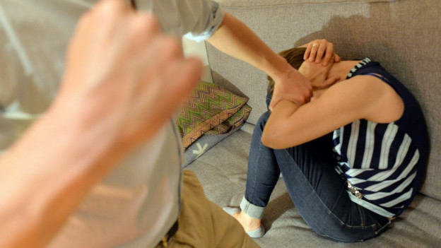Hinter der Fassade der glücklichen Familie kommt es allzu häufig zu Gewalt.
