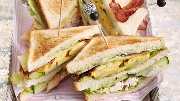 Bestellt man auch gerne morgens um 3 Uhr aufs Zimmer: Club Sandwich.