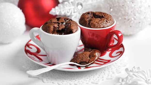 Für mich kein Dessert. Nur so ein doppelter Espresso. Mit Kuchen im Tässchen.
