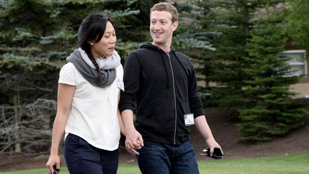 Bequemer Hoodie und lockere Jeans: Facebook-Chef Mark Zuckerberg (mit seiner Frau Priscilla) ist ein typischer Normcore-Vertreter.
