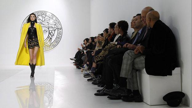 Wo es wohl mehr modische Strömungen gibt - in der Politik oder in der Fashion-Welt?