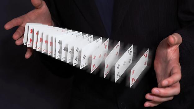 Die Karten werden neu gemischt.