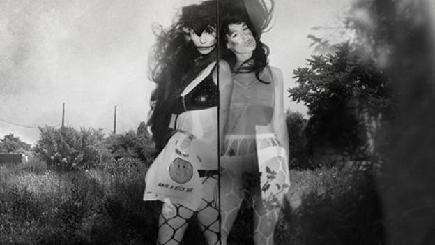 Seit acht Jahren pilgern Sierra und Bianca Casady durch Welten und Musikstile. Am 27. Mai erscheint ihr neues Album «Tales Of Grass Widow.»
