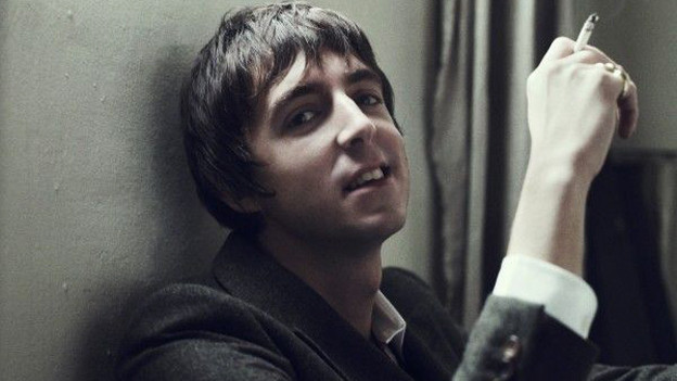 Sieht ein bisschen aus wie Paul Weller in jünger, ist aber Miles Kane.