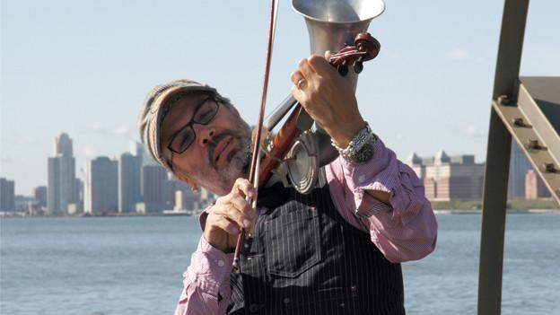 Mad Manoush, einer unserer World Music-Lieblinge vom 2013. Auch wegen des schrägen Instruments.