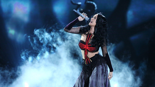Katy Perry performt «Dark Horse» an den diesjährigen Grammy Awards.