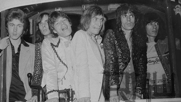 Nicky Hopkins (zweiter von links) zusammen mit den Rolling Stones