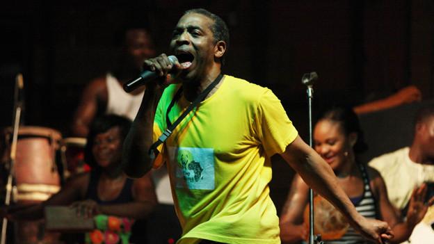 Femi Kuti auf der Bühne.