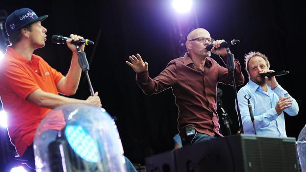 Die Musiker der Gruppe Die Fantastischen Vier auf der Bühne